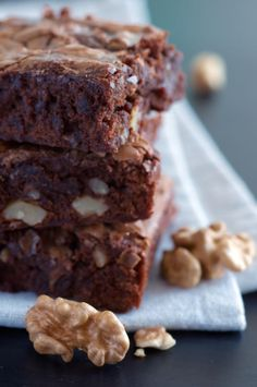 ¡Y para el postre… Brownies con nueces! Prepáralos con esta dulce receta: http://www.sal.pr/recetas/browniesconnueces.html