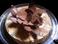 Postre de dulce de leche, crema y chocolate