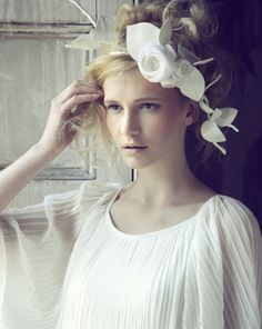 roses in her hair! I love head pieces! bridal headpieces, millineri photographi, hat