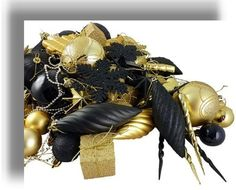 Black and Gold Christmas Decor. Love it
