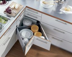 Awesome kitchen drawers! I would love to have these rather than a lazy susan.