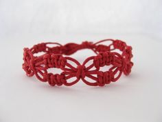 Red lacy macrame knotted pattern and tutorial