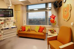 UC Davis Children's Hospital PICU patient room