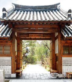 Hanok, Korean Traditional House   See more at: http://pinterest.com/sabrinasokcho/korea-hanok/