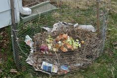 easy compost bin with chicken wire