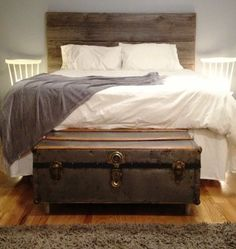 bedroom idea, trunk, barnwood, barn doors, door headboards, barn board headboard, barn boards, old barns, barn wood