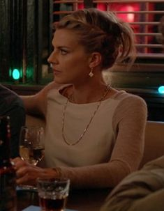 Jane's oatmeal/cream colorblock sweater on Happy Endings