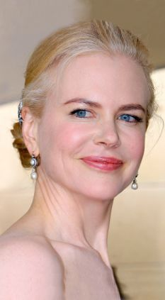 The Awesomely Beautiful Nicole Kidman going grey.  To go grey or not to go grey