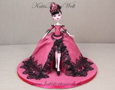 Monster High Doll - by Katerina @ CakesDecor.com - cake decorating website high doll, cake idea, cakes, doll cake, monster high, high cake, cake art, barbi cake, children parti