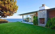 Brad Pitts beach house in Malibu