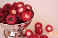 Raspberries with dark chocolate and white chocolate chips