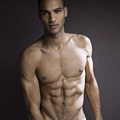 Ralph lucero modelo desnudo