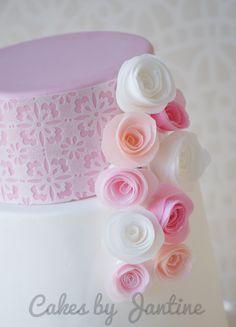 Wafer paper rolled roses www.facebook.com/cakesbyjantine