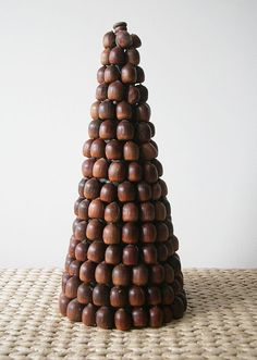 acorn tree - sophisticated Christmas decor!