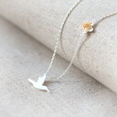 Want this more than I can explain. My mom loved hummingbirds and this necklace is perfect. Maybe a birthday gift? Need to see if she can do this in a 21 inch chain