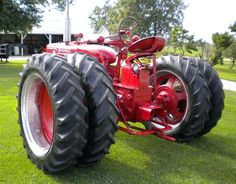 Farmall tractor. I. Could so see this at my house
