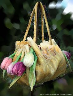 Lovely felted bag! I think this is just gorgeous.