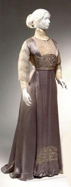 1910-1912 tea gown http://www.eyesecretssave45.com/pretty-good-dual-purpose-cosmetic.html