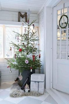 tree holiday, charlie brown christmas, christma tree, white christma, christmas decorating ideas, rustic christmas, christmas trees, christmas porch, front porches