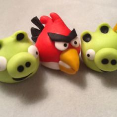 Angry Birds by Elaine Hayes Brown on Facebook completely edible made out of fondant, no gumpaste. Cake decoration or cupcake decor. Pinned via Pinterest for iPhone