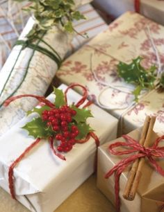 Wrapping idea: Use holly, ivy or cinnamon sticks. Perfect for Christmas! #gift #present #PANDORAloves