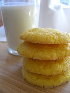 BISQUICK PUDDING COOKIES: 1 cup Bisquick /buttermilk baking mix 1 3-ounce package vanilla pudding mix  1 large egg  1/4 cup vegetable oil  1/3 cup sugar for rolling...