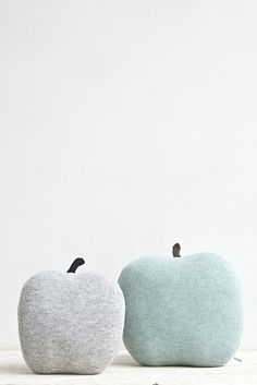 NEW Apple shaped cushion - small size color grey | Studio meez