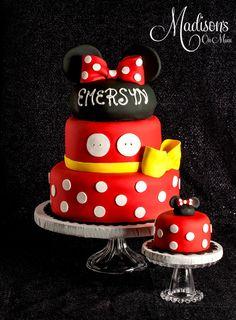 Minnie Mousse Cake and smash cake