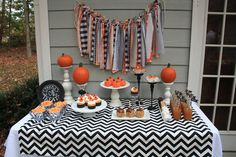 Halloween Treats Table #halloween #treatstable