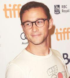 Joseph Gordon-Levitt...he's so handsome ..love his dimples