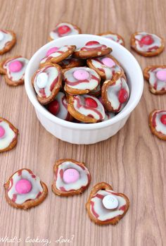 Chocolate Raspberry Pretzel Bites - these are so easy!