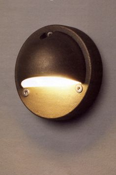D18 Hooded Step Light - HOWE London