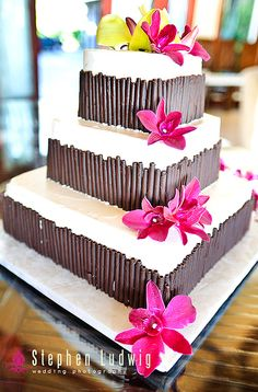 beautiful tropical wedding cake for a Hawaii wedding
