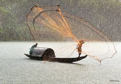 . mai huong, favourit photo, amaz photographi, old styles, places, fishing, people, rain, fish catch