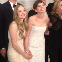 Amanda Seyfried and Anne Hathaway in the pressroom for Les Miserables at the Golden Globes