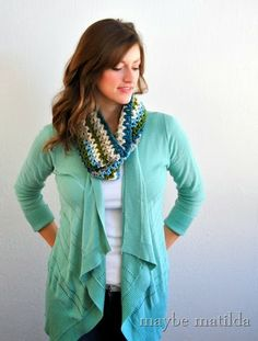 Free pattern for this quick + simple crochet cowl!