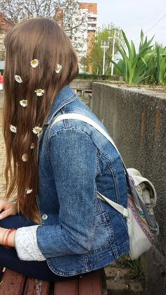 I love the flowers in her hair!!