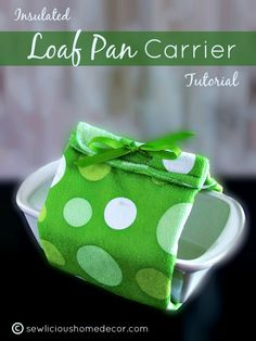 #DIY Insulated Loaf Pan Carrier Using A Kitchen Towel | Keep your bread loafs warmer, longer with this easy tutorial. { for beginners or advanced sewers }  | http://sewlicioushomedecor.com #sewing