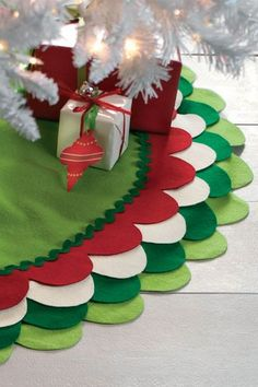 holiday, felt christmas, grinch, colors, scallop tree, scallop felt, christmas trees, christmas tree skirts, felt tree skirt