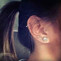 Horseshoe in the helix piercing