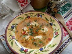 Ingrediente: Perisoare:un piept de puio cepaun morcovo lg orezun oupatrunjel verdesare Zeama:o ceapaun morcovun ardei gras rosuo buc pastarnaco buc telinao mana de fasole verde100 gr mazare verde2-3 rosii2 lg orez1 ou3 lg smantana groasapatrunjelmararleustean500 ml bors de putinasare Mod de preparare:Pieptul de pui se toaca impreuna cu ceapa se adauga morcovul ras fin ,patrunjelul