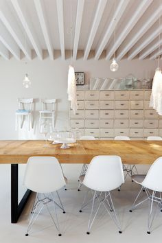 S table with white eames chairs.
