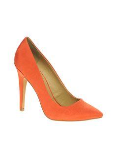 Paris point court shoes in orangs. $40