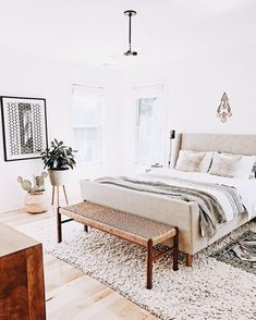 Light and airy bedroom decor | #homedecor #bedroom #bedroomdecor #minimalist