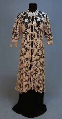 An Irish crochet lace coat, circa 1912, full lengt : Lot 189