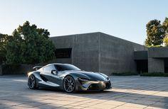 """Najnowsza interpretacja studyjnego projektu sportowego Toyoty o symbolu FT-1 (""""Future Toyota"""") otrzymała zupełnie nowy, grafitowy kolor nadwozia, dzięki któremu już na pierwszy rzut oka całkowicie odróżnia się od pierwszego konceptu, zaprezentowanego na tegorocznym Detroit Motor Show."""