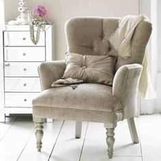 ♥ the velour chair & mirrored dresser, great colors