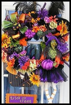 Halloween is the money making holiday, this wreath would rock any store! Beeskneesvintagegarden