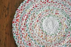 braided rag rug tutorial.  seriously cute.