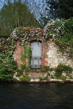 Hampshire, Doorway to Nowhere
